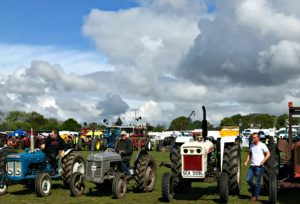 Tractors-Parade-Abbey-Hill-Steam-Rally-2017